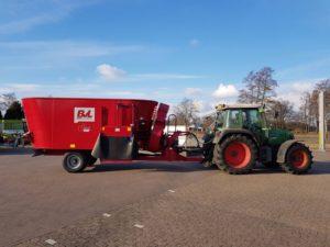 Onder een winterzonnetje deze nieuwe voermengwagen van BvL, type V-Mix Plus 17-2S LS, geleverd aan een van onze klanten in Aalten.