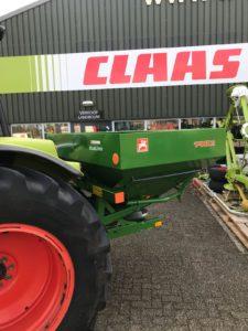 Tegelijk met de CLAAS Axos tractor deze nieuwe AMAZONE ZA-X Perfect 1402 kunstmeststrooier uitgeleverd aan een klant in Zeddam.