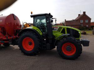 Claas Axion 920 afgeleverd door De Kruyf Mechanisatie Aalten aan Loon- en Grondverzetbedrijf Nikkels in Teuge.