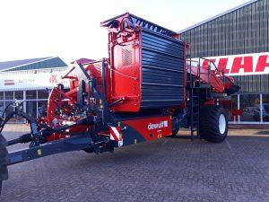 De Kruyf Mechanisatie Aalten heeft aan een klant in Meddo deze prachtige DEWULF Torro getrokken 2-rijige zeefbandrooier afgeleverd.
