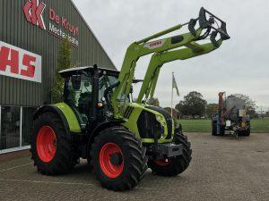 Deze nieuwe trekker, type ARION 550 C-Matic, met voorlader door De Kruyf Mechanisatie Aalten afgeleverd aan een melkveehouder in Gendringen.