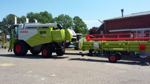De Kruyf Mechanisatie Aalten heeft aan Werktuigenvereniging Barlo een nieuwe CLAAS Tucano 560 Stage V maaidorser afgeleverd.